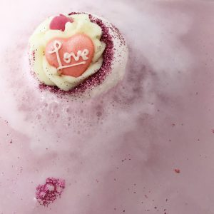 Fell In Love With A Swirl Bath Bomb, 160g - Bomb Cosmetics